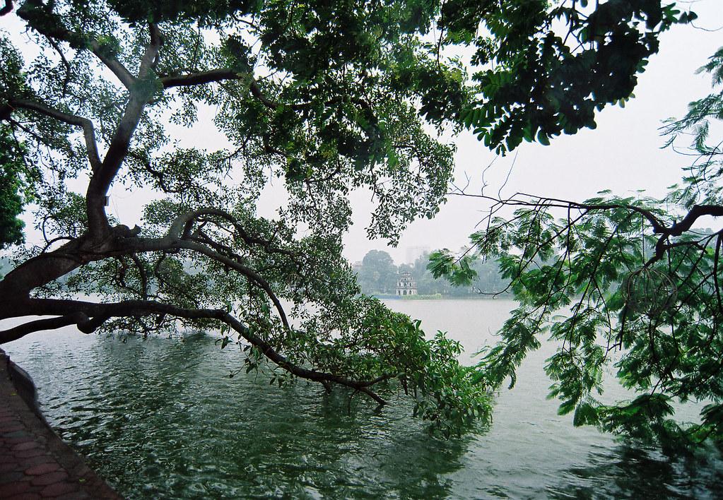 Bên Bờ Hồ